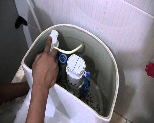 Hướng dẫn thay két nước bồn cầu