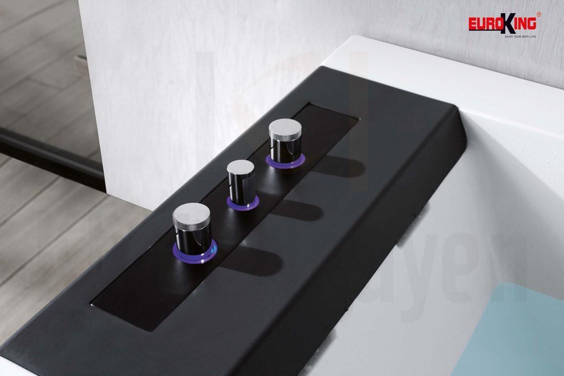 Vòi sen được ẩn trong thành bồn tắm massage EU-1108B