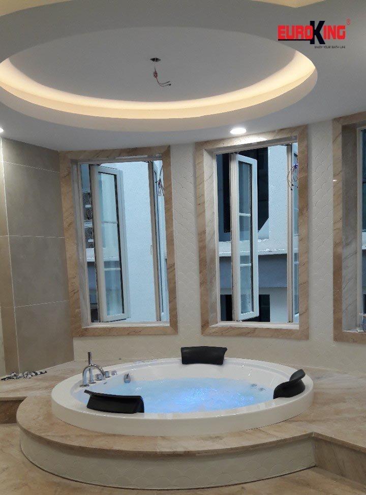 Bồn tắm massage Euroking EU-6168D mang đến cảm giác thư thái.