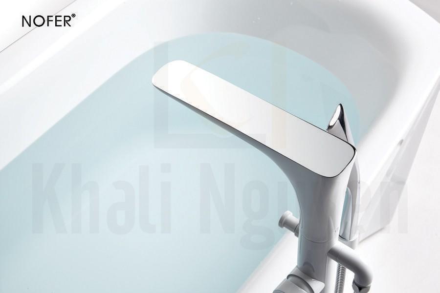 Bộ vòi sen tùy chọn trắng bóng thanh lịch trên bồn tắm NG-61110B