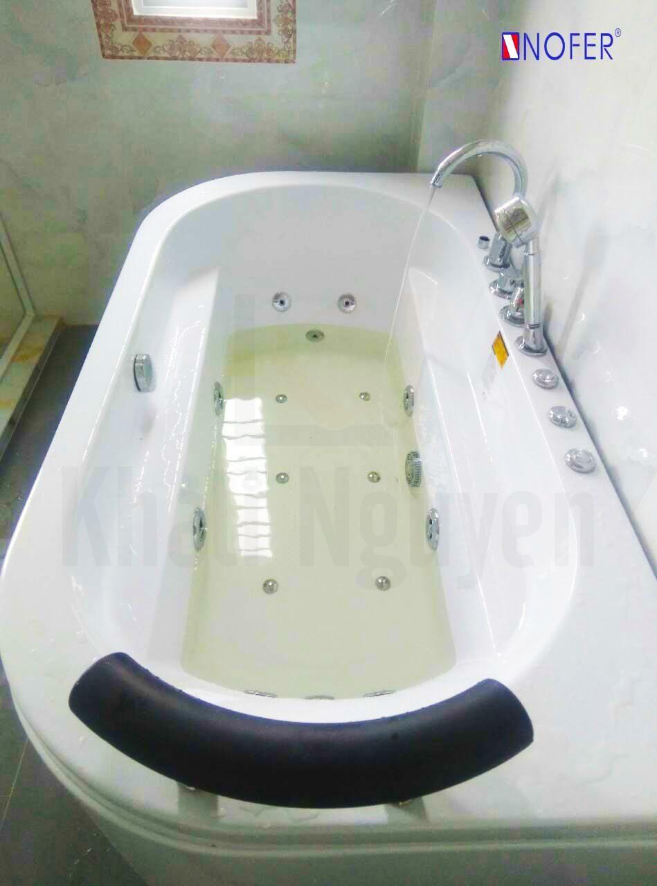 Hệ thống nút điều khiển của chiêc bồn tắm VR-102